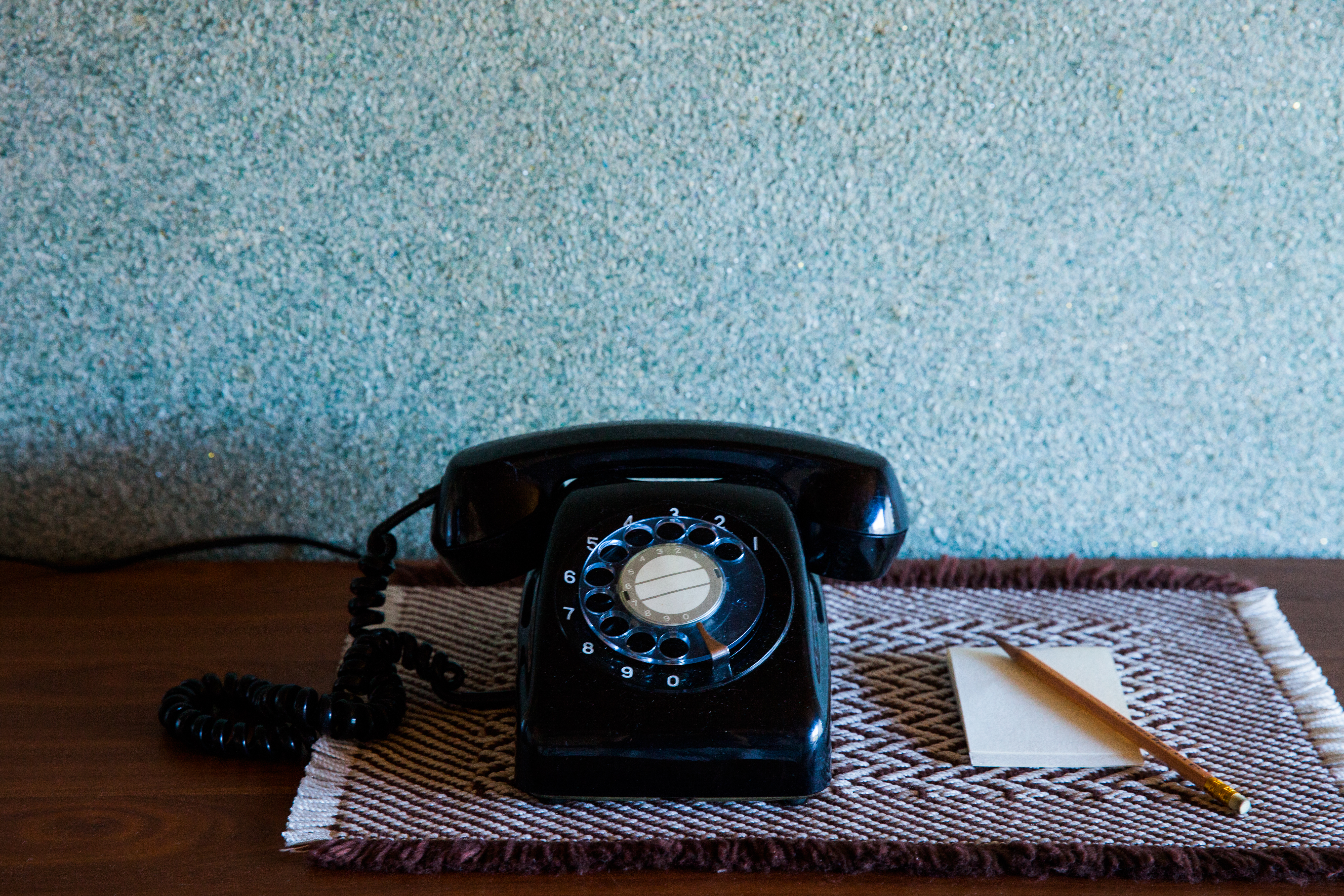 黒電話は停電でも使えるのはなぜ?電源不要で災害時も使えるか?